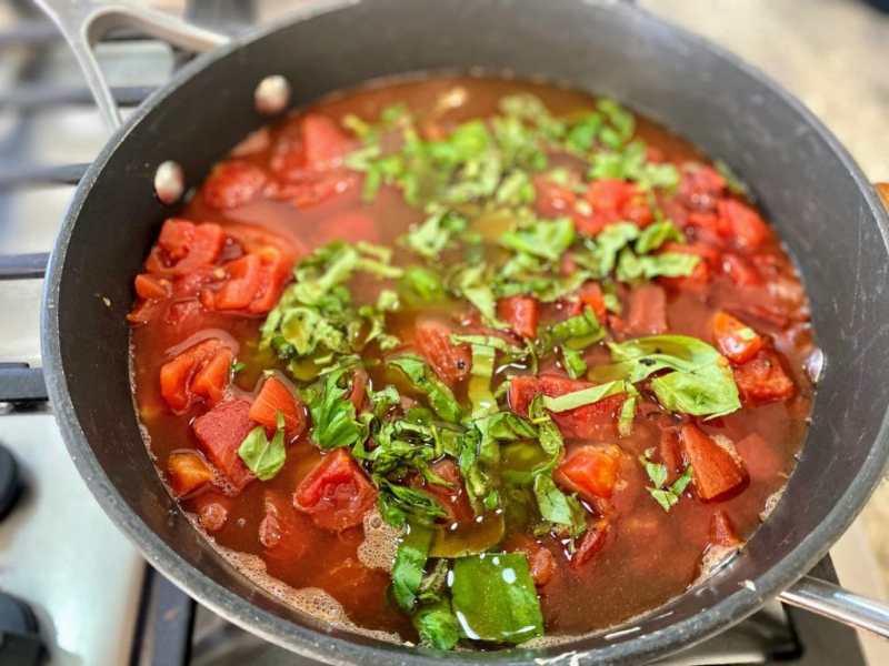 Tomato basil pasta boil