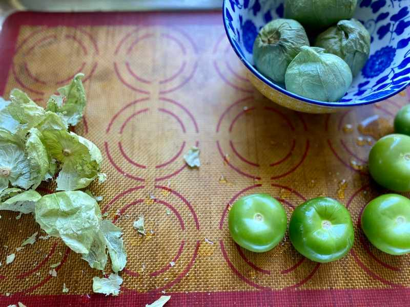 How to remove husks from tomatillos