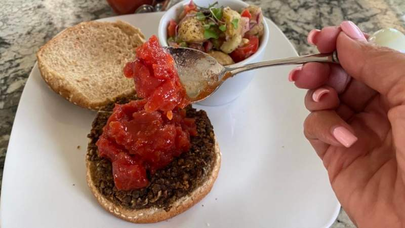 Serving tomato jam