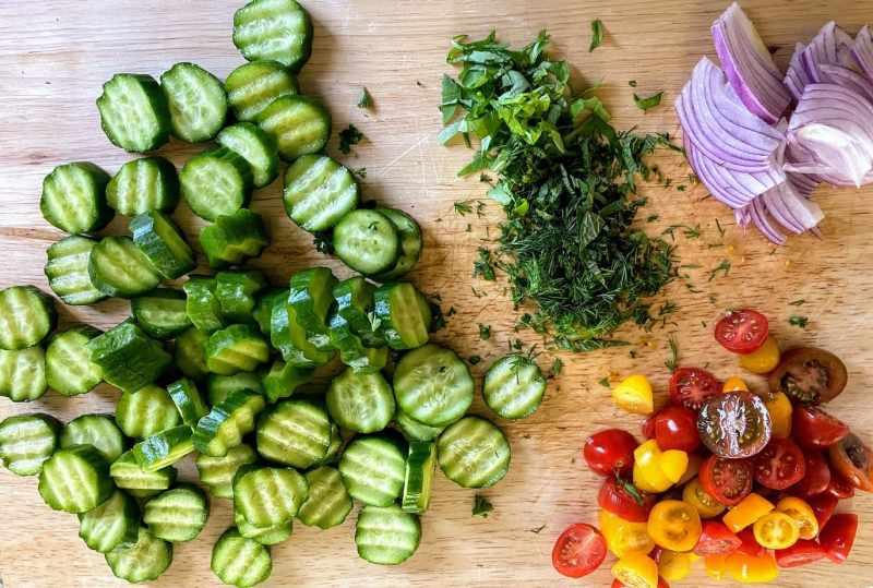 Cucumber tomato salad ingredients