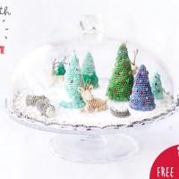 Descarga nuestro patrón de amigurumi y crea un micromundo navideño de ganchillo con abetos, troncos de madera y ciervos