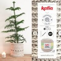 Crea un vaso all'uncinetto o una cesta per l'albero di Natale con il modello di Handmadejolie