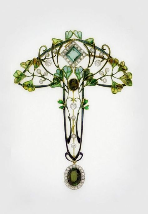 An Art Nouveau pendant-brooch with leaves and berries. Gold, enamel, diamond and tourmaline - circa 1900.