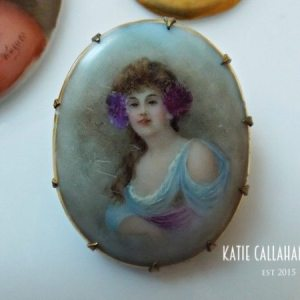 Porcelain Hand-Painted Portrait Gold Tone Brooch (Antique)