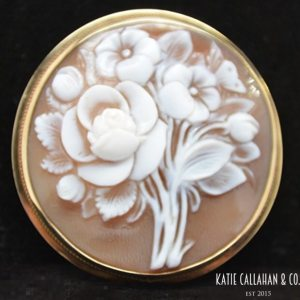 Floral Bouquet 14kt Yellow Gold Shell Cameo Brooch/Pendant (Vintage)