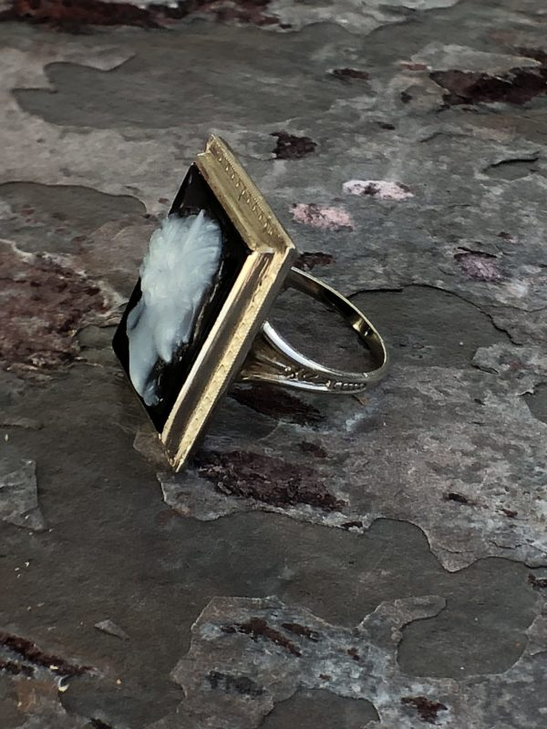White Gold (14kt-18kt) Agate/Onyx Cameo Vintage Ring