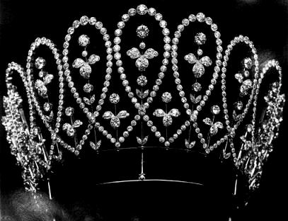 Royal British Tiaras: The Boucheron Loop Tiara
