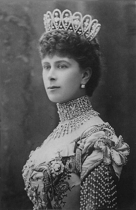 Queen Mary's Long Lost Tiaras