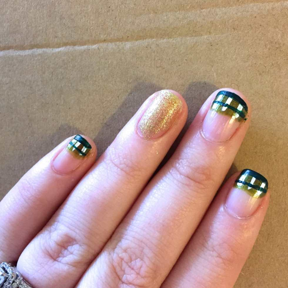 St. Patrick's Day Nail Art: Plaid & Shamrocks Design by Katie Crafts; http://www.katiecrafts.com