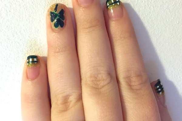 St. Patrick's Day Nail Art: Plaid & Shamrocks Design by Katie Crafts; https://www.katiecrafts.com