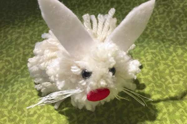 DIY Pom Pom Easter Bunny Tutorial by Katie Crafts; https://www.katiecrafts.com