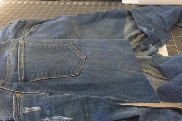 5 Minute No Sew Apron From Jeans, Tutorial by Katie Crafts; https://www.katiecrafts.com