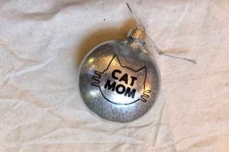 Cat Mom Ornament by Katie Crafts; https://katiecrafts.com