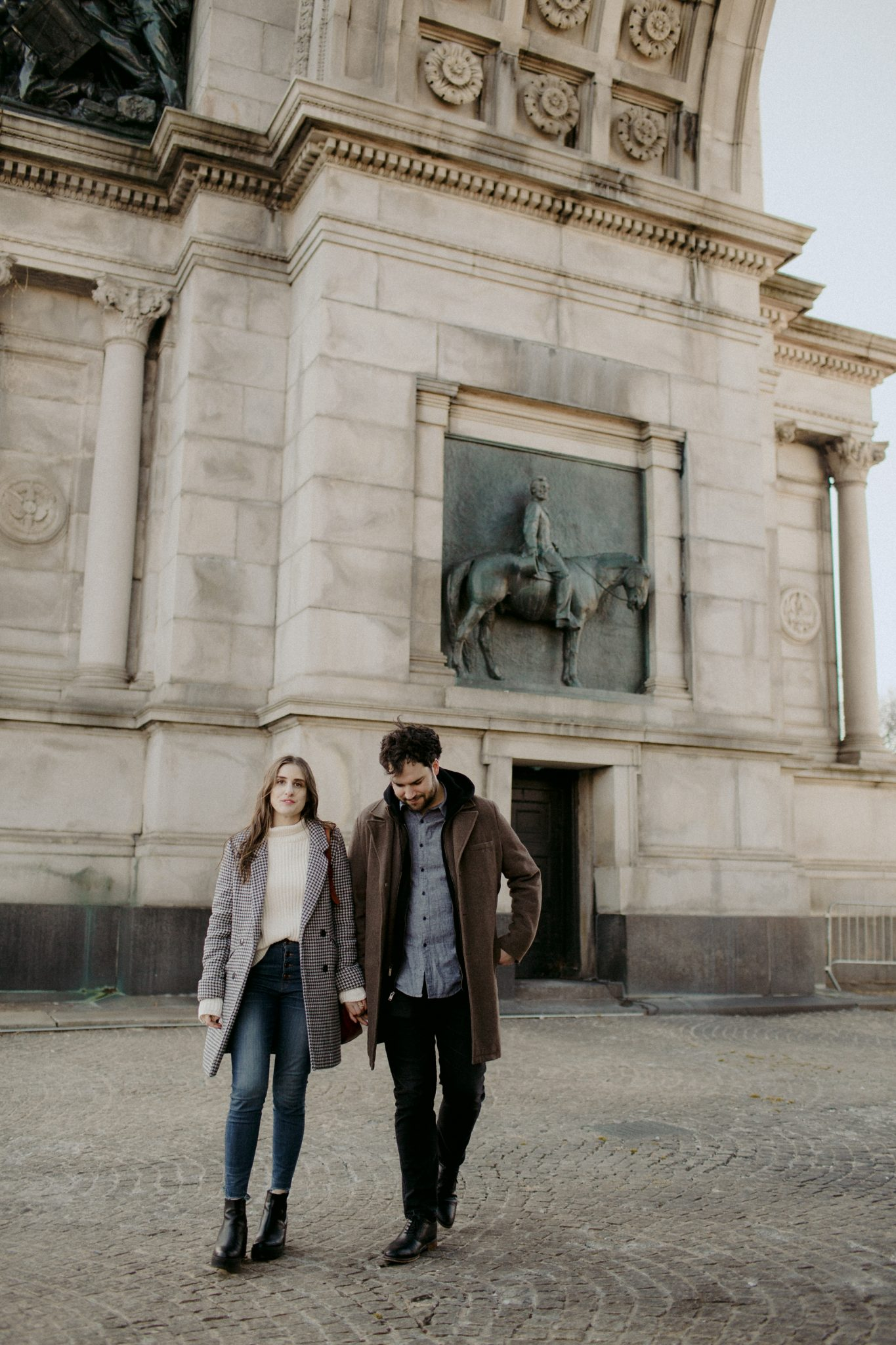 brooklyn engagement photos at the brooklyn museum