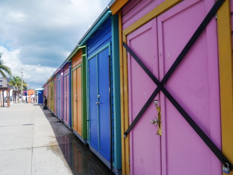 Image of pastel-coloured bathing boxes along the foreshore in the Bahamas