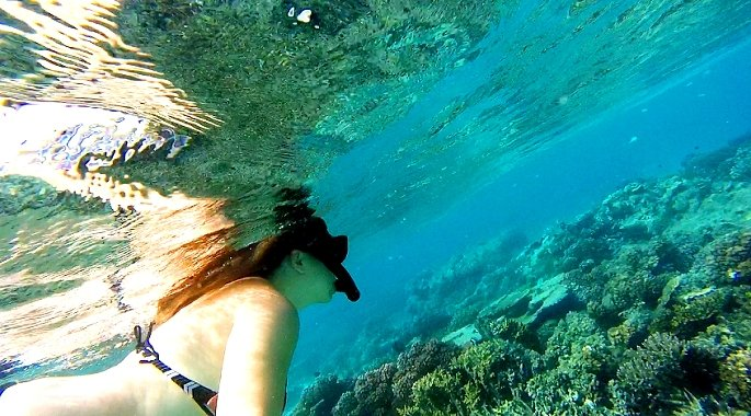 Snorkelling in the Yasawa Islands in Fiji | Kat is Travelling