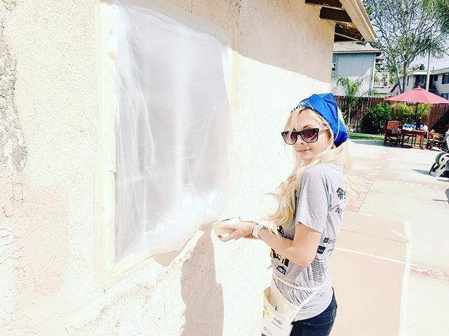 Trust me to paint ur house?  @habitatla @habitatforhumanity @loweshomeimprovement