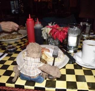 Lippe eats breakfast