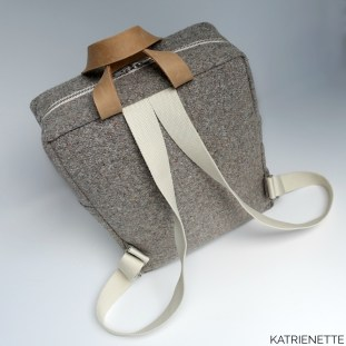 Katrien Katrienette Making Backpack Noodlehead rugzak resize small klein kleinere versie waxed cotton denim oilskin leather straps leren hengsels stof biais binding
