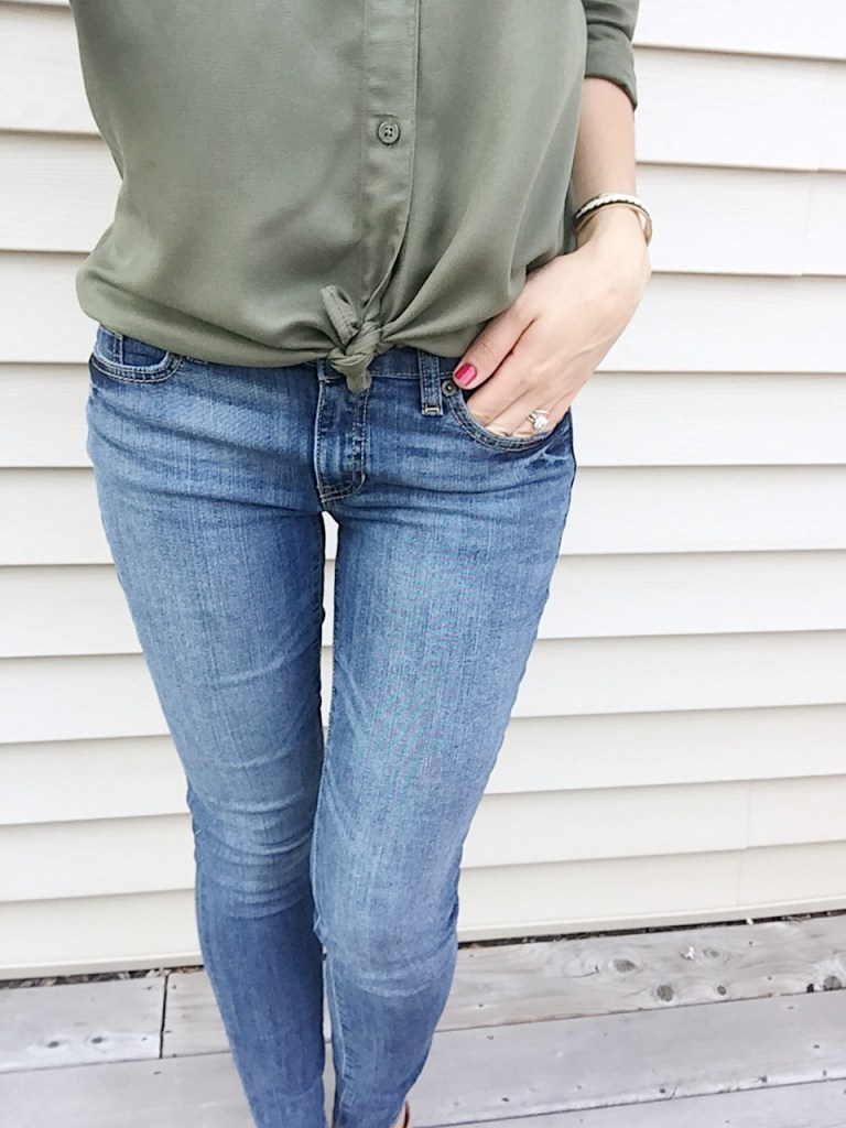 day 2 5x5 summer style challenge is easy with mid rise jeans and a button up shirt