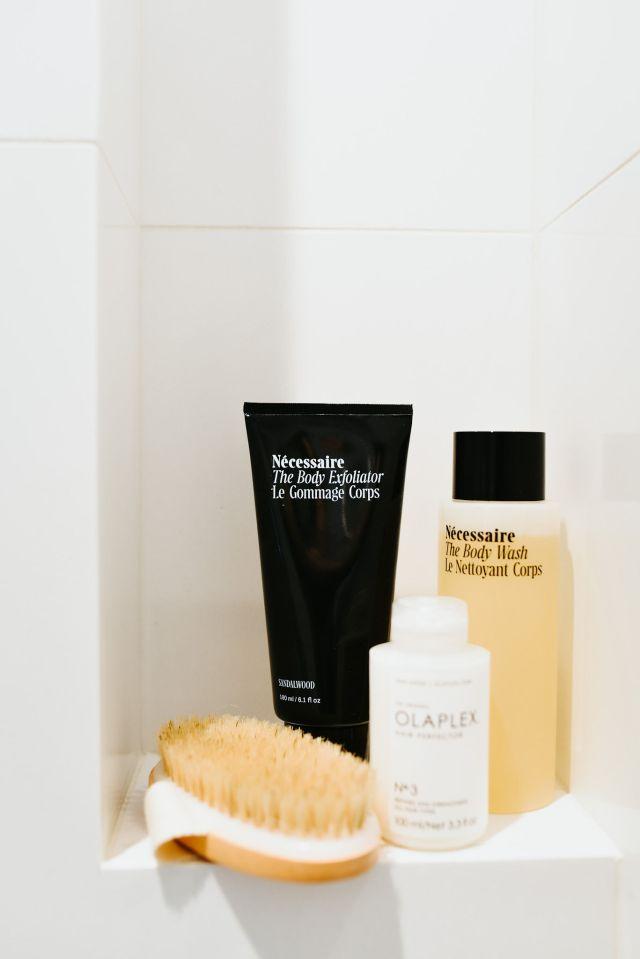 Nécessaire Review, Nécessaire Body Kit, Nécessaire Lotion, Nécessaire Body Wash, Nécessaire Sandalwood, Dry Brush, Olaplex