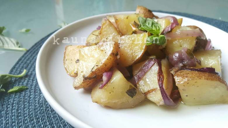 Basil garlic potatoes