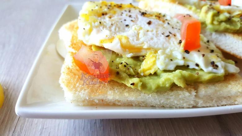 Nigerian egg sandwich