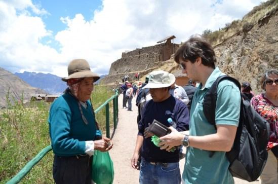 Comprando folha de coca no Peru