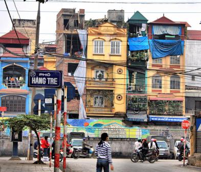 Tube houses na Vietnão usam as cortinhas do lado de fora