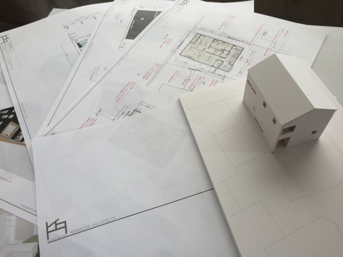 住宅のプレゼン資料と模型