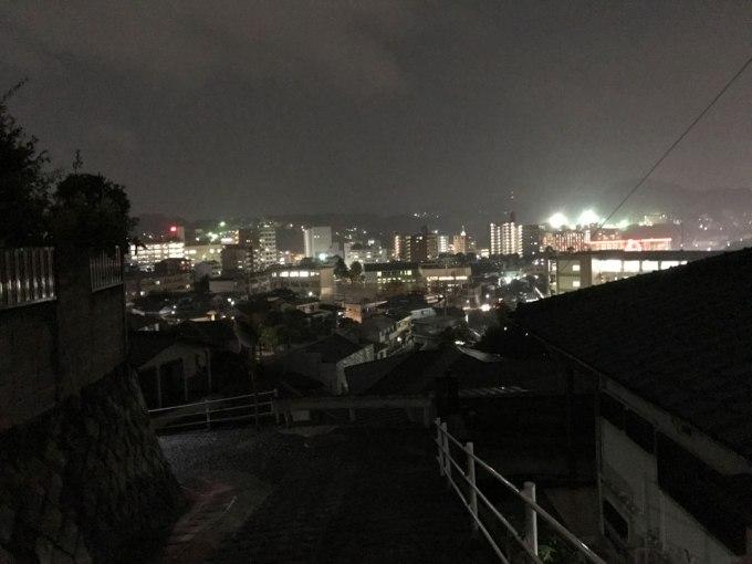 長崎の夜景が一望できる敷地に建つ住宅