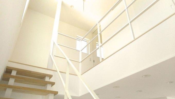 階段の吹抜け空間