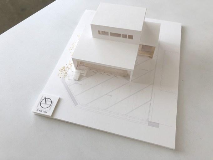 店舗併用住宅の設計デザイン模型