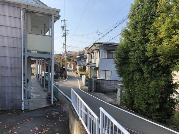 閑静な住宅街に建つ家