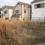 旗竿の変形敷地に建つデザイン住宅