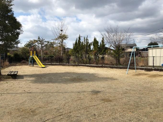 公園横の三角地