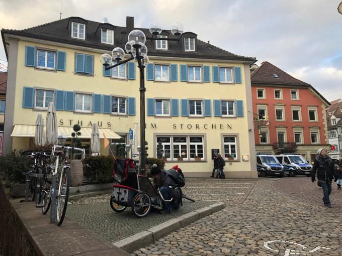 フライブルクの街並みにある建物