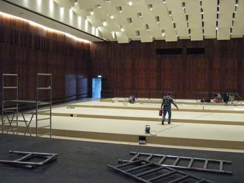 Umbau eines Theatersaal von Bestuhlung zu Podesten,Barrierefrei mit dem Rollstul befahren zu können