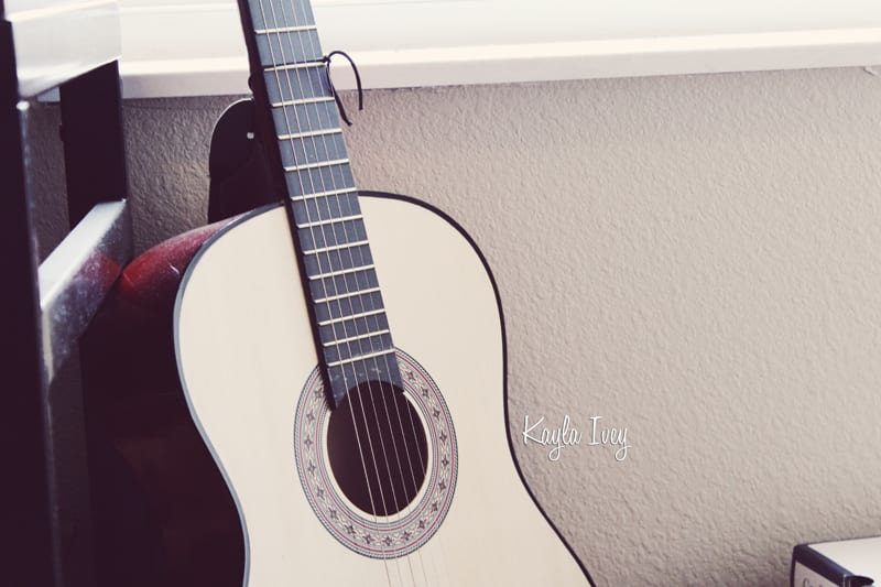 Acoustic Guitar  >>>>  kaylagraphics.com
