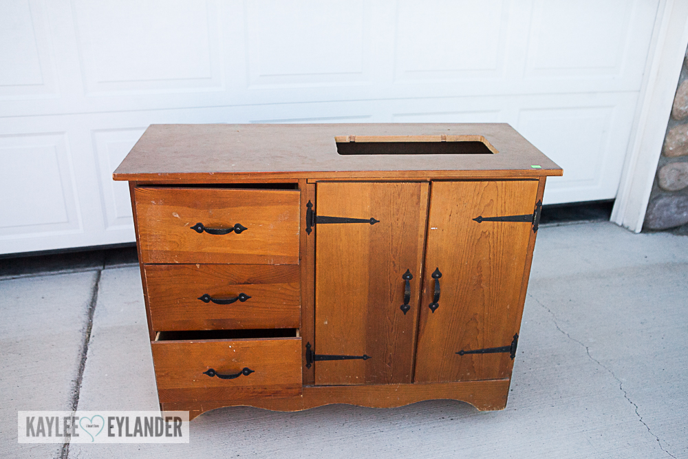 DIY Chalkpaint changing table from dresser-1