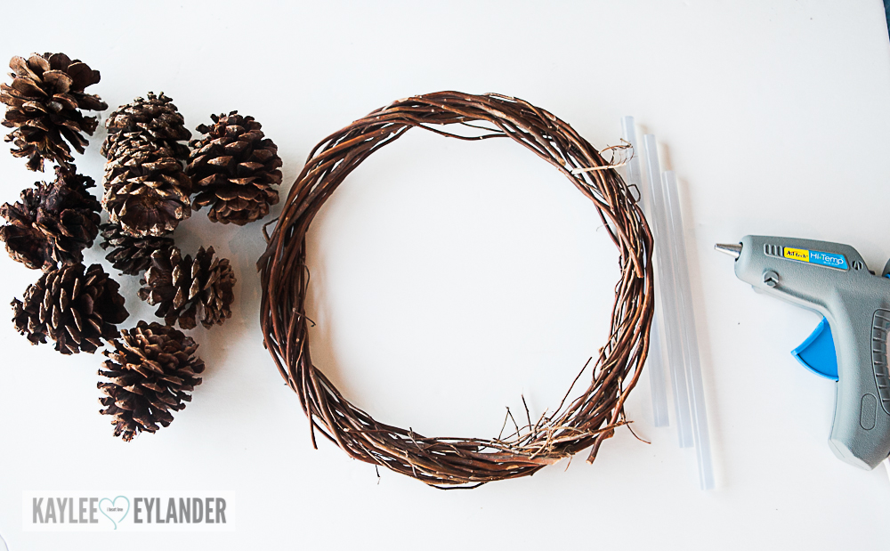 Pinecone wreath tutorial DIY