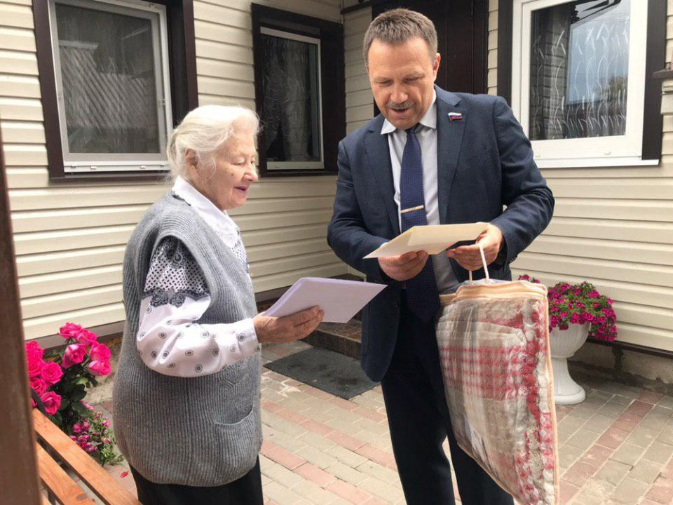 Атаман  поздравил ветерана ВОВ с юбилеем
