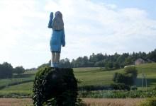 Photo of U blizini Sevnice u Sloveniji otkrivena skulptura posvećena Melaniji Trump