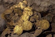Photo of Mladi volonter pronašao zlatne novčiće stare više od 1.000 godina