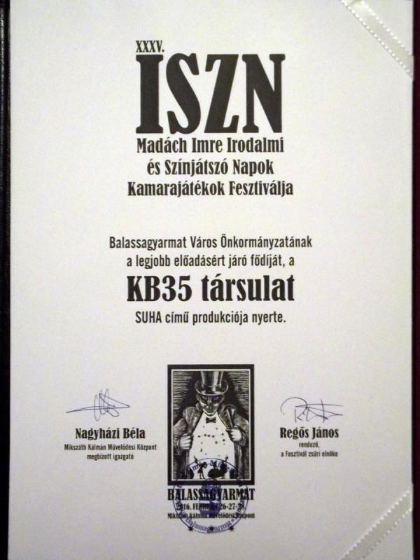Balassagyarmat Város Önkormányzatának a legjobb előadásért járó fődíját, a KB35 társulat SUHA című produkciója nyerte.