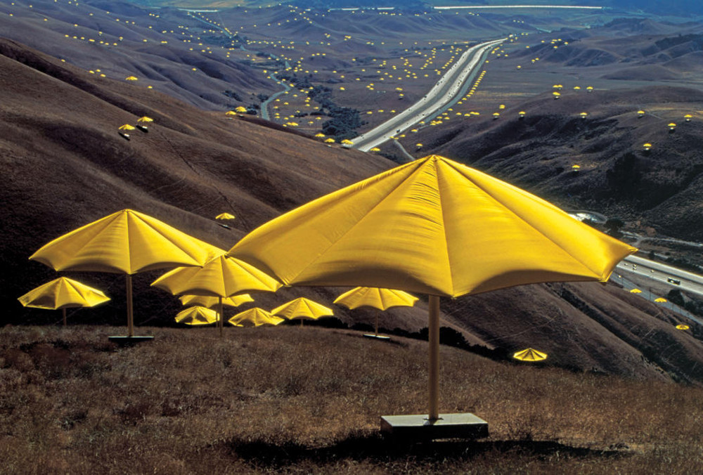 Blowin In The Wind Christo And Jeanne Claude S Art In The Public Realm Kcet