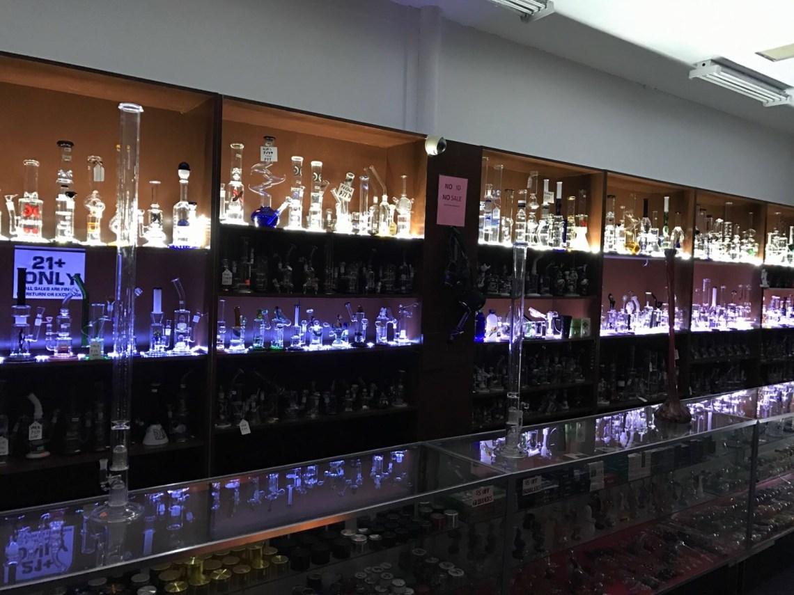 glass-pipes-vaporizers-ecigarettes-smoke-shop-in-Kansas-City