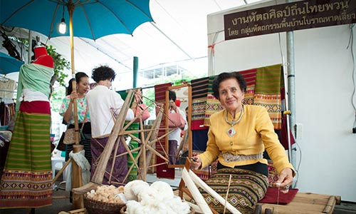 Apart from various traditional Thai handicraft products, this skillful lady also shows how to spin cotton thread to all the visitors.