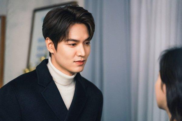 Fotografía de Lee Min Ho que mide 187 cm