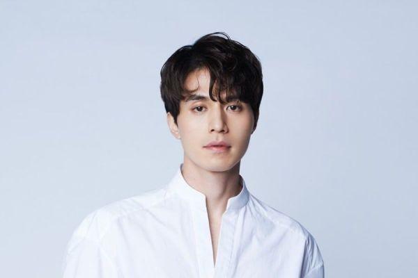 Fotografía de  Lee Dong-Wook que mide 185 cm de altura